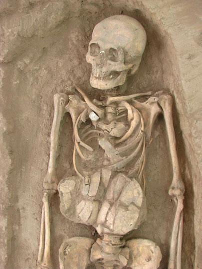 Uno degli uomini fu sepolto con un guscio di tartaruga posta sull'addome.
