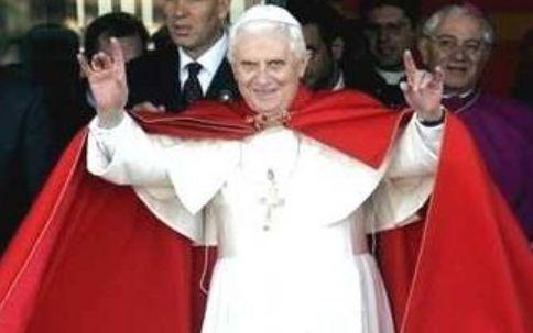 Atro gesto satanico di papa Ratzinger