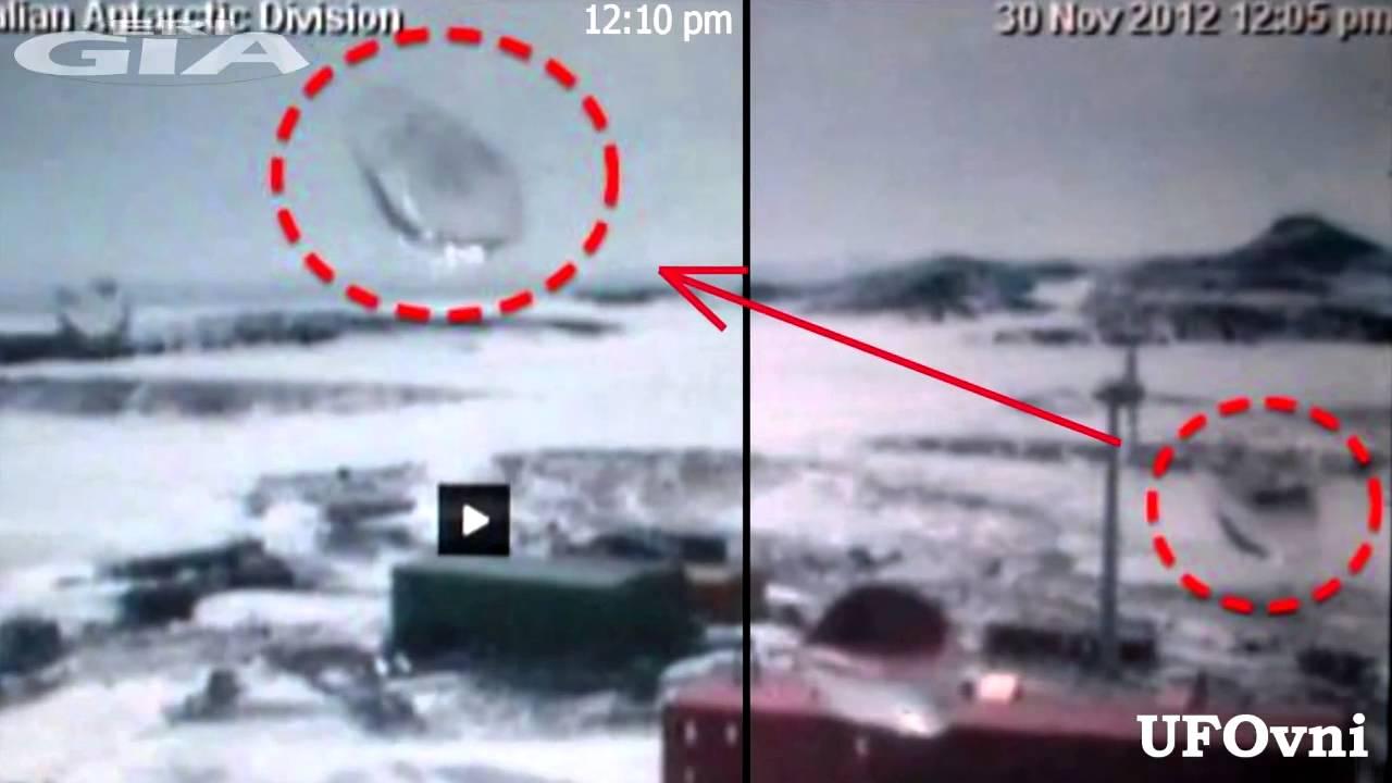 Disco emergenti ghiaccio terreno vicino alla stazione Neumayer in Antartide