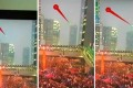 Durante una Diretta Live di una protesta di massa appare un UFO su Hong Kong